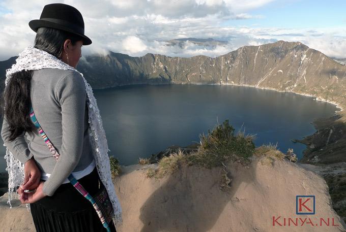 Het kratermeer van Quilotoa in Ecuador