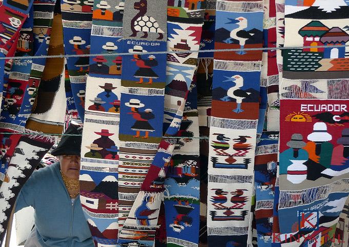 Marktkoopvrouw in Otavalo, Ecuador
