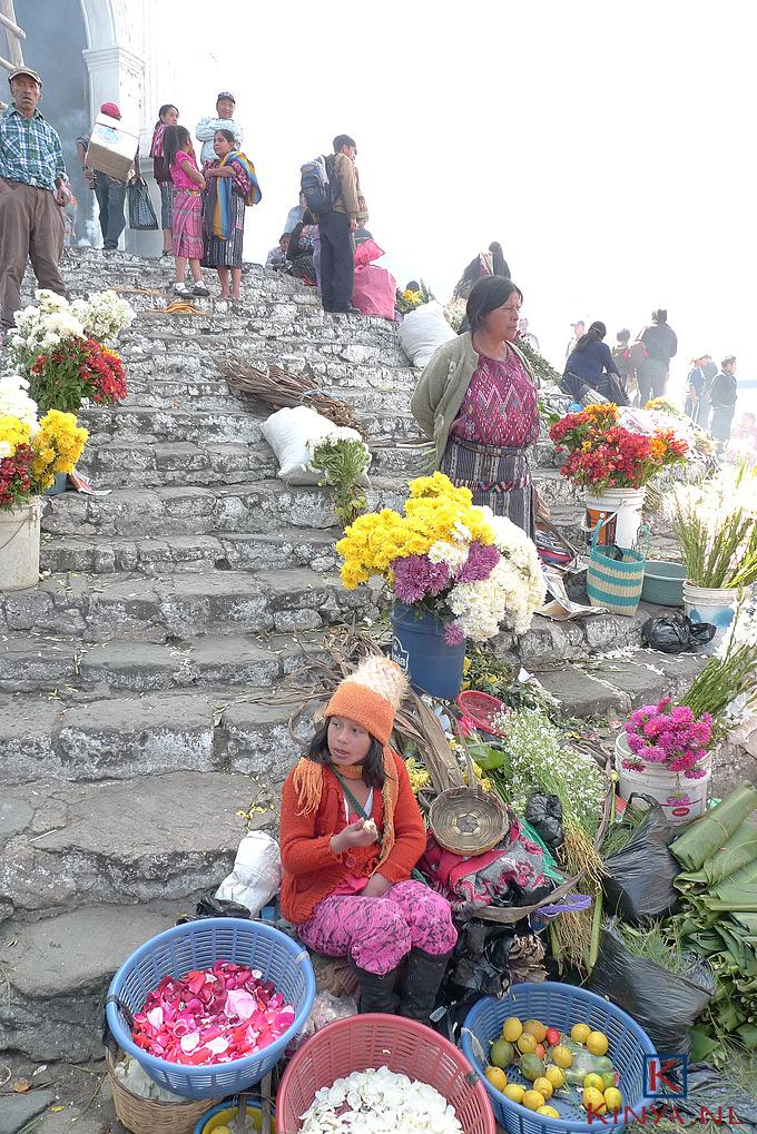 Trap van de kerk Santa Tomás in Chichicastenango, Guatemala