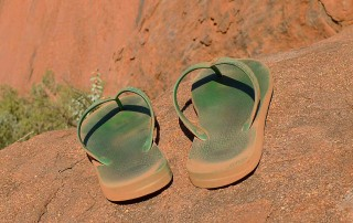 Teenslippers bij de Ayers Rock