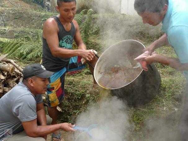 Het zeven van de Ayahuasca thee