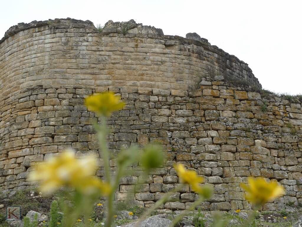 De muur van citadel Kuélap